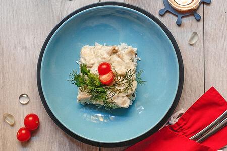 Щука в сметанно-луковом соусе