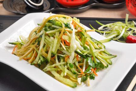 Салат Тигр из свежих овощей с соевым тофу