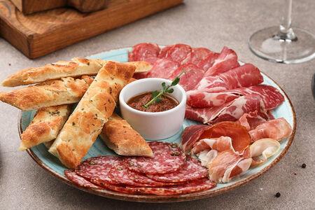 Итальянские мясные деликатесы