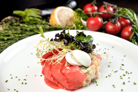 Салат Оливье с лососем