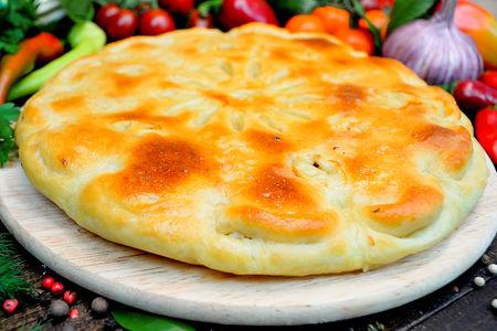 Пирог с курицей, шампиньонами и сыром