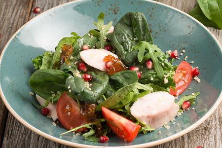 Салат с цыпленком и трюфельным маслом