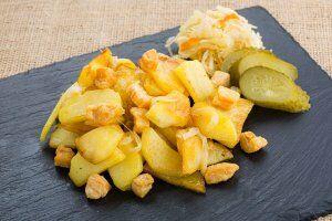 Картофель жареный, с салом и луком