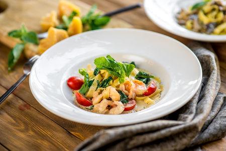 Тальятелле с креветками и шпинатом