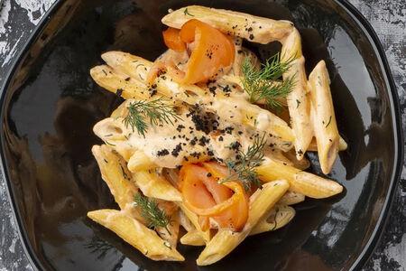 Паста Пенне с копченым лососем