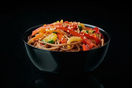 Лапша гречневая с овощами