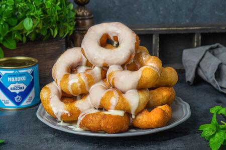 Большая порция пончиков со сгущенкой