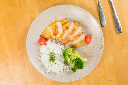 Куриное филе с брокколи и рисом