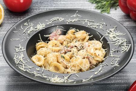 Паста Фарфалле с сыром и чесноком