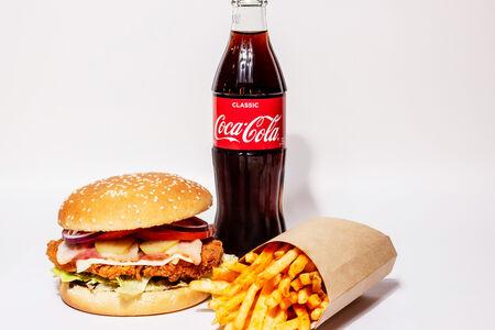 Комбо Чикенбургер и картошка фри
