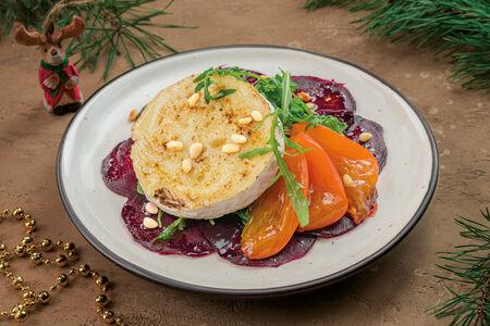 Салат с запеченным сыром бри и корольком