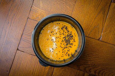 Десерт Панна котта из спелого манго