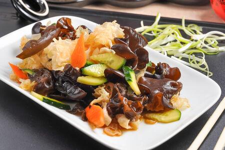 Салат из белых и черных грибов Муэр