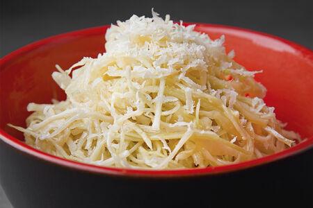 Салат из капусты с сыром пекорино