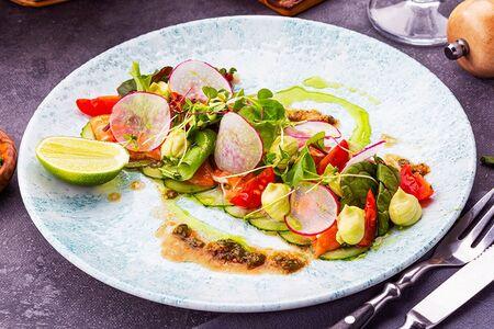 Тирадито из лосося с соусом гуакамоле