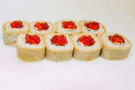 Ролл Икуро с лососем