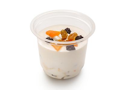 Творог с йогуртом и сухофруктами