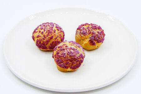 Десерт Шу с карамельным кремом