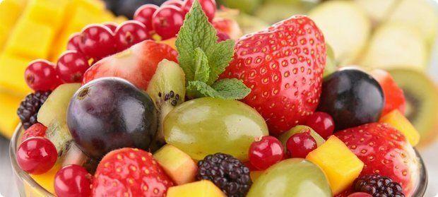 Сезонные ягоды и фрукты