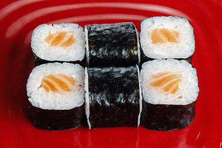 Мини-роллы с лососем