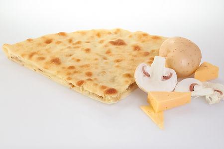 Пирог с сыром, картофелем и грибами