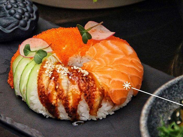 Суши-пончик с лососем