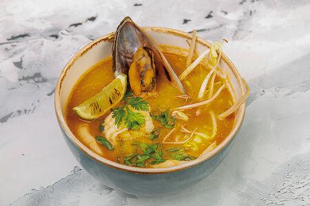 Суп с морепродуктами и удоном
