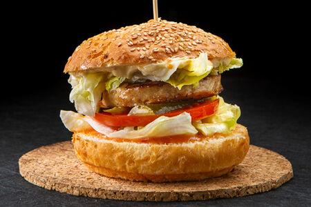 Белый бургер Жюльен с картофелем фри