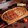 Фото к позиции меню Пицца Четыре мяса полуметровая