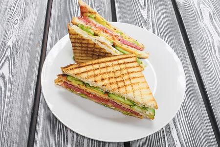 Клаб-сэндвич с мясом
