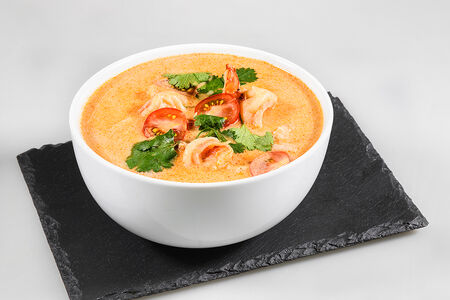 Суп Том Ям с курицей и креветками