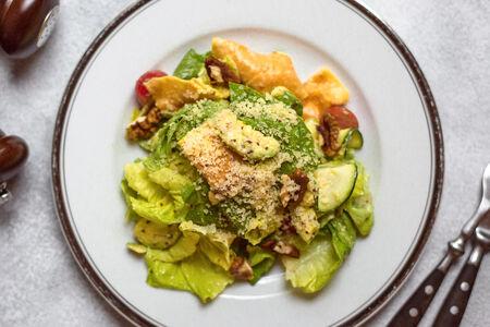 Салат Зеленый с авокадо и семенами горчицы