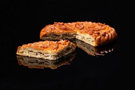 Пирог с муксуном и картофелем