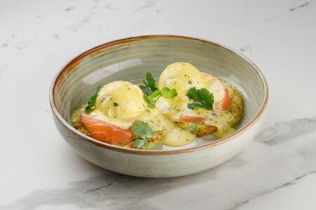 Кабачковые оладьи с лососем и яйцом пашот