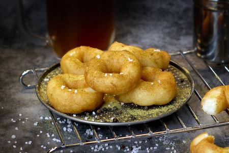 Пончики к пиву с солью и специями