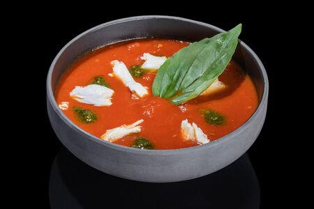 Суп-пюре Томатный с соусом Песто и сыром Моцарелла