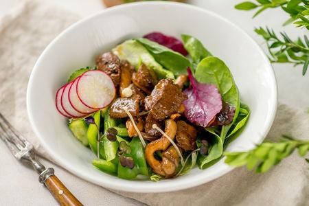 Салат Маринованная говядина с вешенками и хрустящими овощами