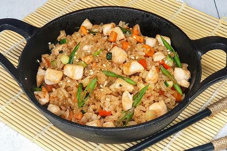 Вок с рисом и курицей