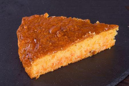 Морковный пирог с курагой