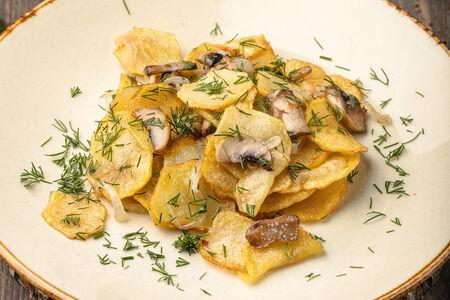 Жареный картофель с грибами