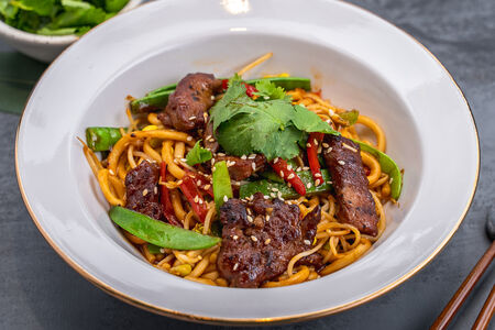 Лапша китайская с говядиной