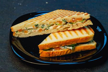 Сэндвич с семгой и сливочным сыром