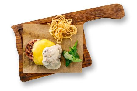 Бифштекс с сыром и грибами