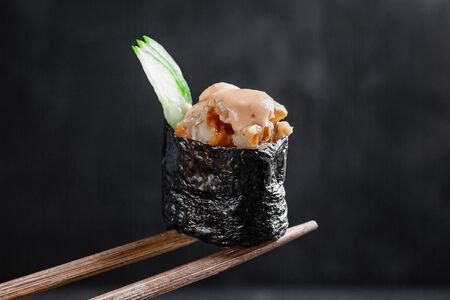 Спайси суши с угрем