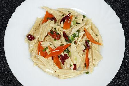 Острый салат из спаржи
