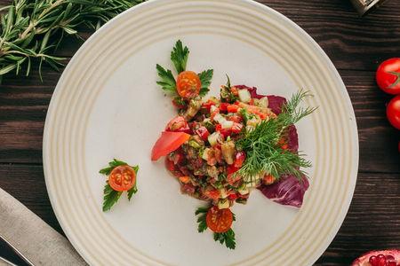 Салат из свежих овощей По-тбилисски