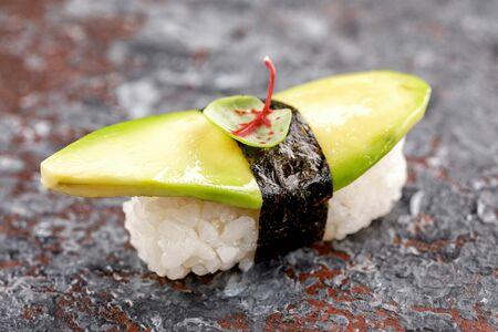 Нигири суши с авокадо