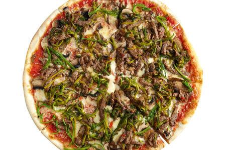 Пицца с говядиной и луком-пореем