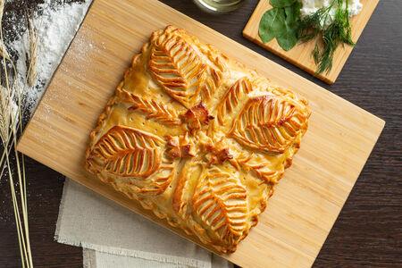 Русский пирог с творожным сыром и зеленью