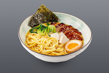 Суп Тонкацу рамен с запеченной свиной грудинкой и тофу
